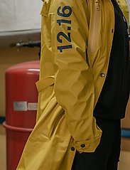 Twelve Sixteen - Rain Jacket women - manteaux de pluie - yellow - 0