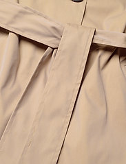 2NDDAY - 2ND Amalie - trenchcoats - cornstalk - 3