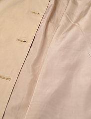 2NDDAY - 2ND Amalie - trenchcoats - cornstalk - 4