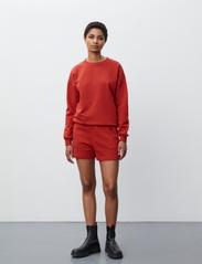 2NDDAY - 2ND Sweat Thinktwice - sweatshirts & hættetrøjer - red ochre - 4
