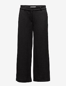 Eloise 805 Crop, Black Plissé, Pants - BLACK PLISSé
