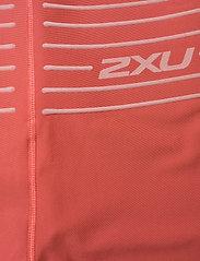 2XU - NO DISTRACTION HI-RISE COMPRE - sportleggings - cranberry/rosette - 5
