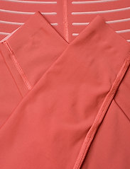 2XU - NO DISTRACTION HI-RISE COMPRE - sportleggings - cranberry/rosette - 6