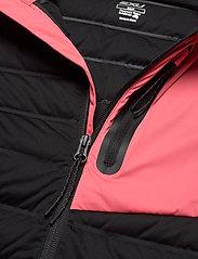 2XU - PURSUIT Insulation Jacket-W - träningsjackor - black/pink lift - 2