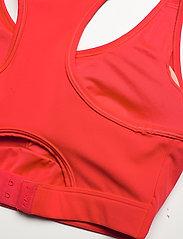 2XU - MOTION RACERBACK CROP - sport bras: medium - high risk red/white - 3