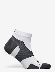 2XU - VECTR ULTRALIGHT 1/4 CREW SOC - kousen - white/grey - 1