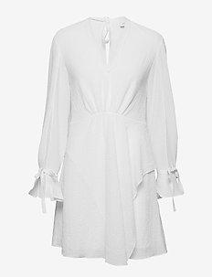 LS DRESS W SLV TIES - ANT. WHITE