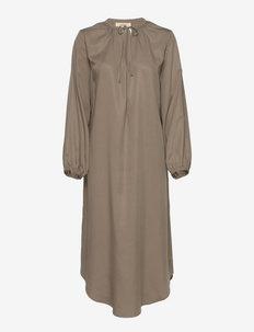 SERENITY DRESS - sommerkjoler - nougat