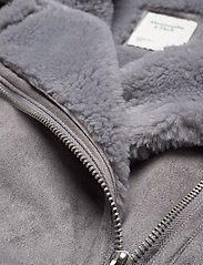 Abercrombie & Fitch - ANF WOMENS OUTERWEAR - faux fur - med grey flat - 3