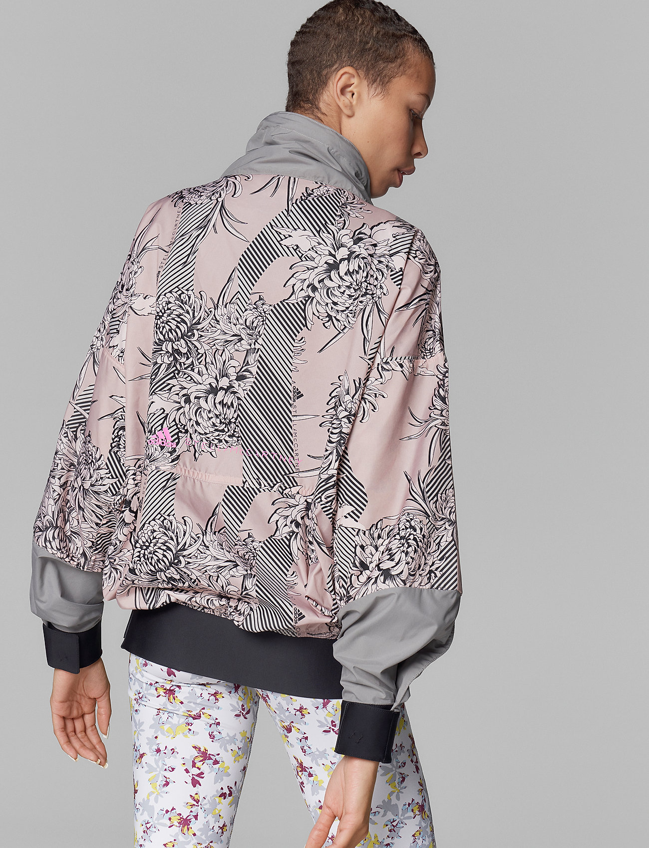 adidas by Stella McCartney - Future Playground Half-Zip Printed Jacket W - träningsjackor - pnktin/talc/pearos/bl - 4