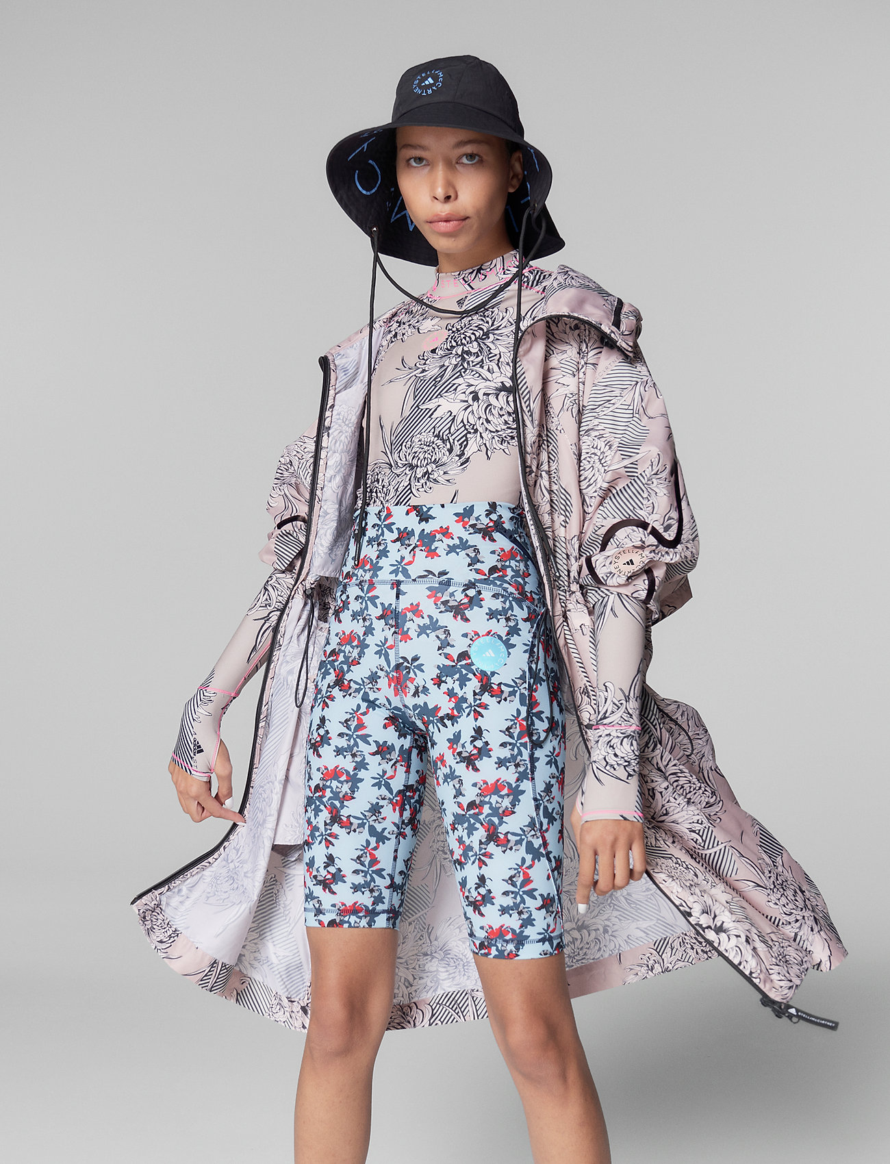 adidas by Stella McCartney - Long Lightweight Allover Print Parka W - parka coats - pnktin/talc/pearos/bl - 0