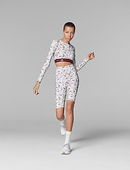 adidas by Stella McCartney - Future Playground Long Sleeve Crop Top W - navel shirts - clowhi/pnktin/aciyel/ - 4