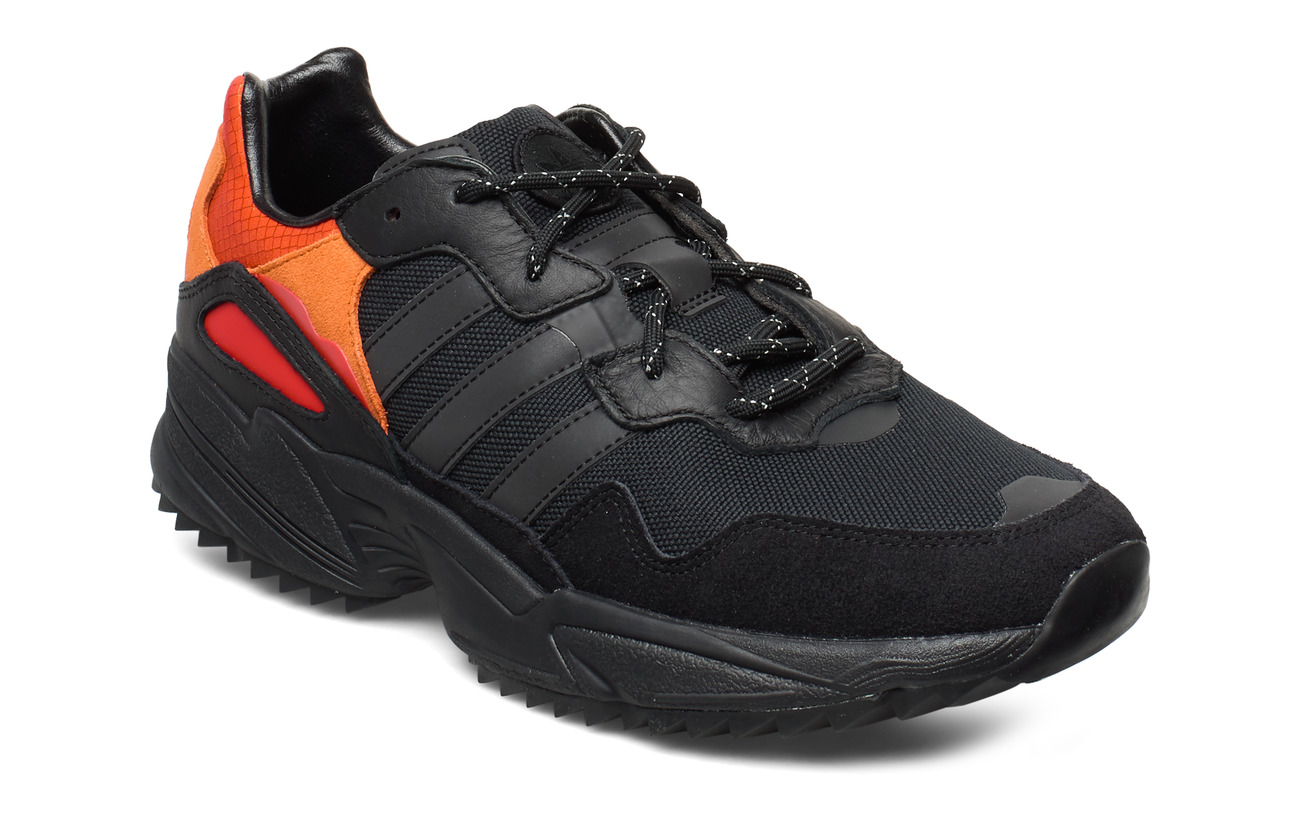 adidas Originals YUNG-96 TRAIL - CBLACK/TRGRME/FLAORA