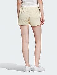 adidas Originals - 3 STR SHORT - easyel/white - 3
