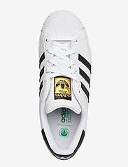 adidas Originals - Superstar Vegan - lav ankel - ftwwht/cblack/green - 3