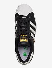 adidas Originals - Superstar Vegan - lav ankel - cblack/ftwwht/goldmt - 3