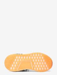 adidas Originals - NMD_R1 - laag sneakers - cblack/ftwwht/scrora - 4