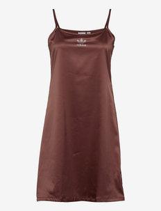 2000 Luxe Dress W - urheilumekot - earbrn