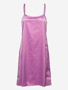 2000 Luxe Dress W - vapaa-ajan mekot - bliorc