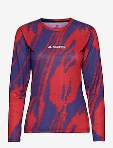 Terrex Primeblue Trail Graphic Long Sleeve T-Shirt W - langærmede toppe - scarle