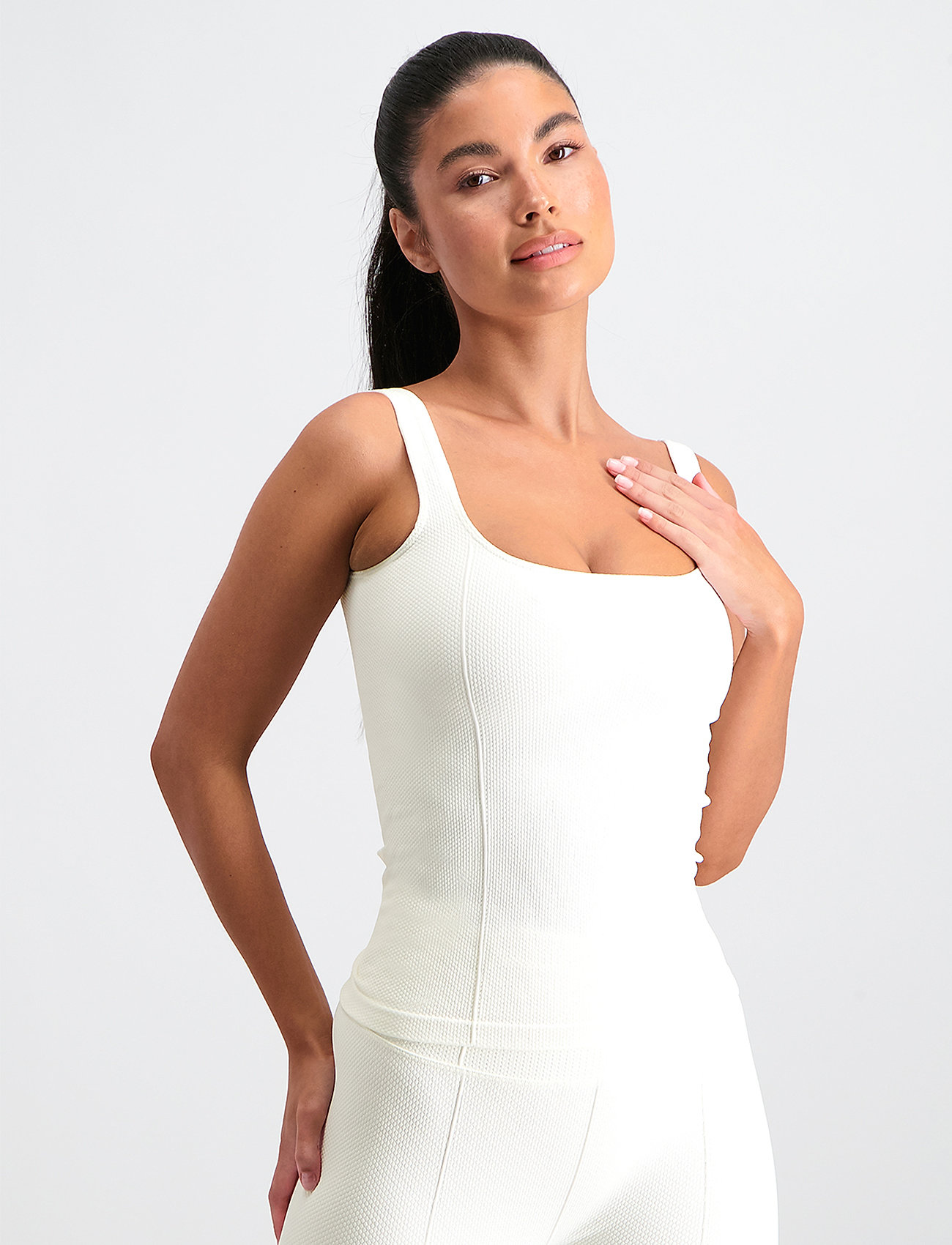 AIM'N - OFF-WHITE LUXE SEAMLESS SINGLET - tank tops - off-white - 0