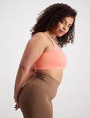 AIM'N - Peach Ribbed Seamless Bra - sport bras: medium support - peach - 6
