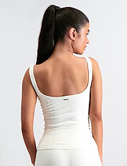AIM'N - OFF-WHITE LUXE SEAMLESS SINGLET - tank tops - off-white - 3