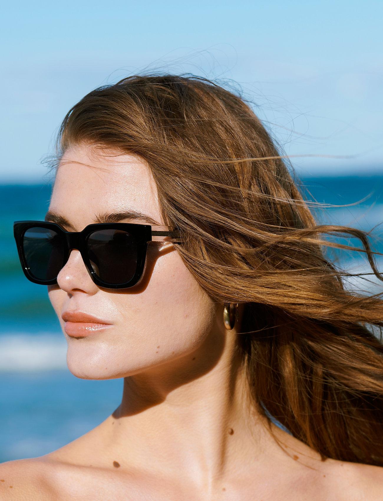 A.Kjærbede - Nancy - d-vormige zonnebril - black - 0