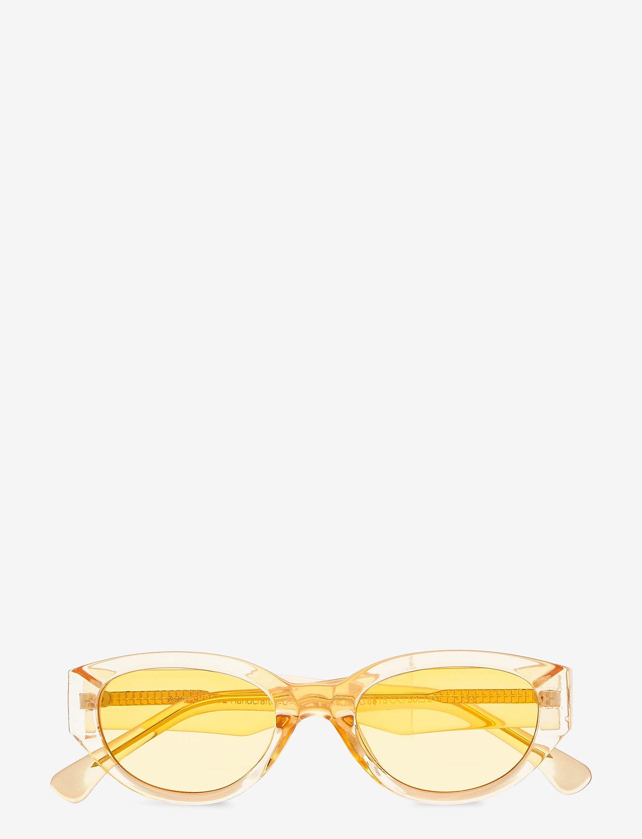 A.Kjærbede - Winnie - d-shaped - yellow transparent - 1