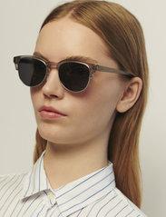A.Kjærbede - Club Bate - d-vormige zonnebril - grey transparent - 0