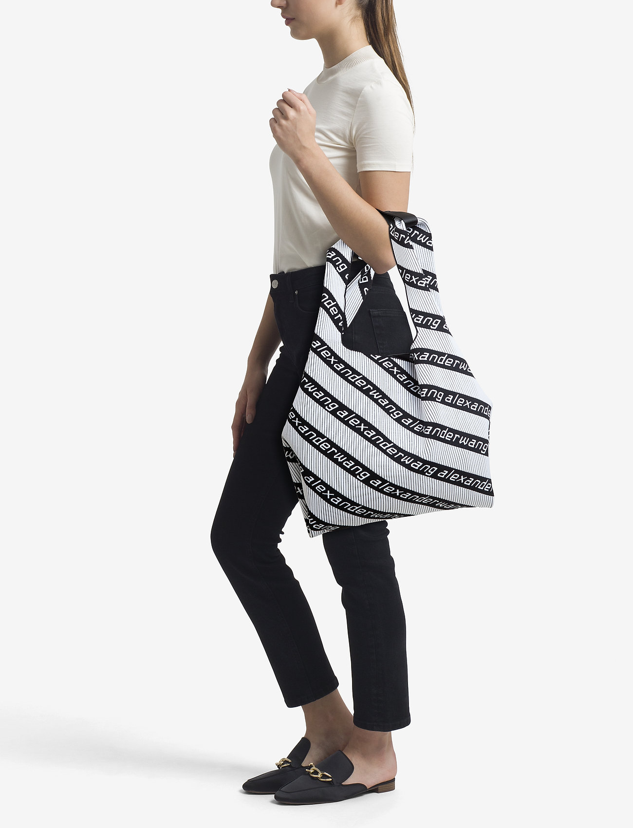 Alexander Wang KNIT JCQD SHOPPER IN WHT BLK DIAGONAL LOGO   Shoppers