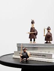 Andersen Furniture - The vikings of Denmark - trefigurer - brown - 1