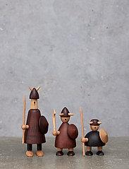 Andersen Furniture - The vikings of Denmark - trefigurer - brown - 4