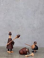 Andersen Furniture - The vikings of Denmark - trefigurer - brown - 5