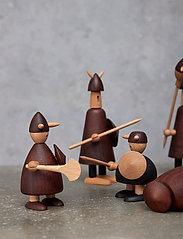 Andersen Furniture - The vikings of Denmark - trefigurer - brown - 2