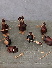 Andersen Furniture - The vikings of Denmark - trefigurer - brown - 3