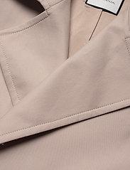 Andiata - Drina 2 Coat - trenchcoats - sand beige - 2