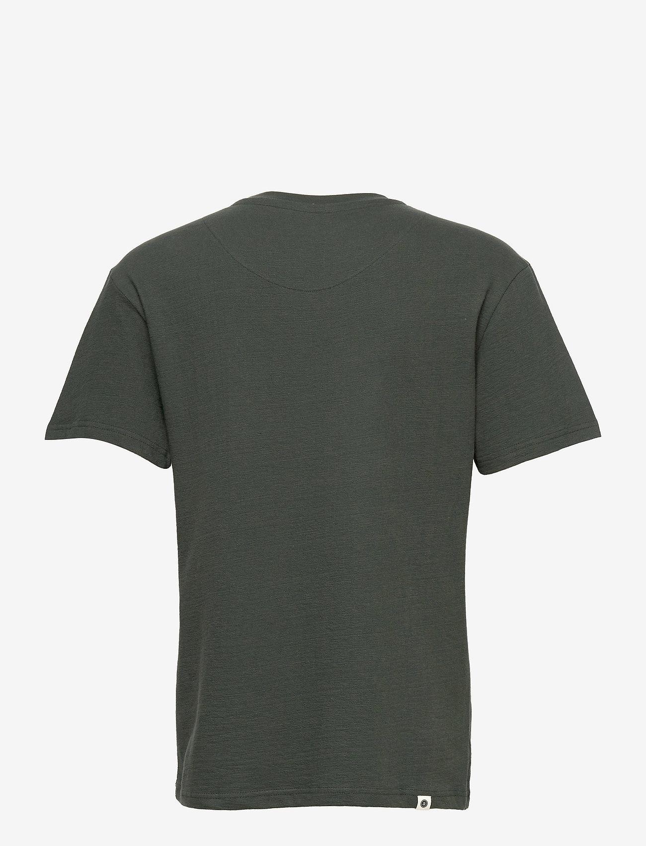 Anerkjendt - AKKIKKI STRUCTURE T SHIRT - basic t-shirts - deep forrest - 1