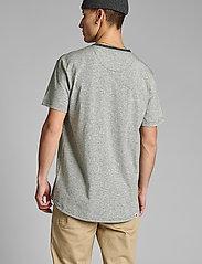 Anerkjendt - AKKIKKI CURV EMB - t-shirts - sky captain - 3
