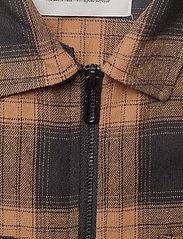 Anerkjendt - AKHANKY SHIRT - ruutupaidat - leather b. - 3