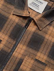 Anerkjendt - AKHANKY SHIRT - ruutupaidat - leather b. - 2