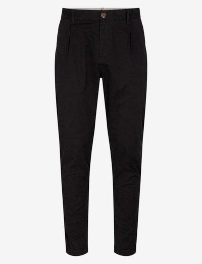 AKJULIUS COTTON PLEAT PANT - pantalons chino - caviar
