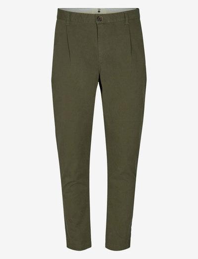 AKJULIUS COTTON PLEAT PANT - pantalons chino - cypress