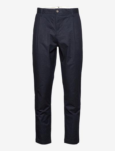 AKJULIUS COTTON PLEAT PANT - pantalons chino - sky captain