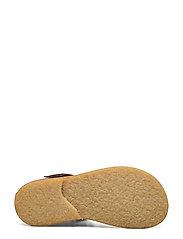 Sandals - flat - closed toe -