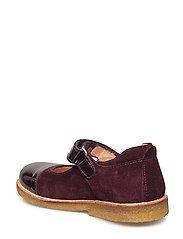 Shoes - flat