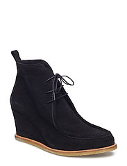 7437-102 Wedge boot with laces and piping detail - 1163 BLACK