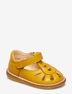 Sandals - flat - closed toe -  - sandals - 1574 yellow