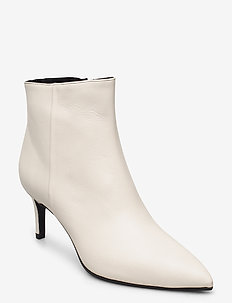 Pointed bootie low - high front - ankelstøvler med hæl - off white