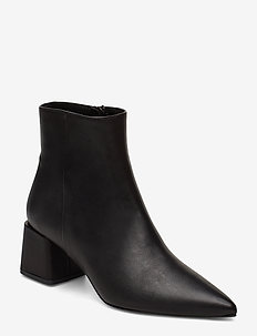 Pointed bootie - BLACK